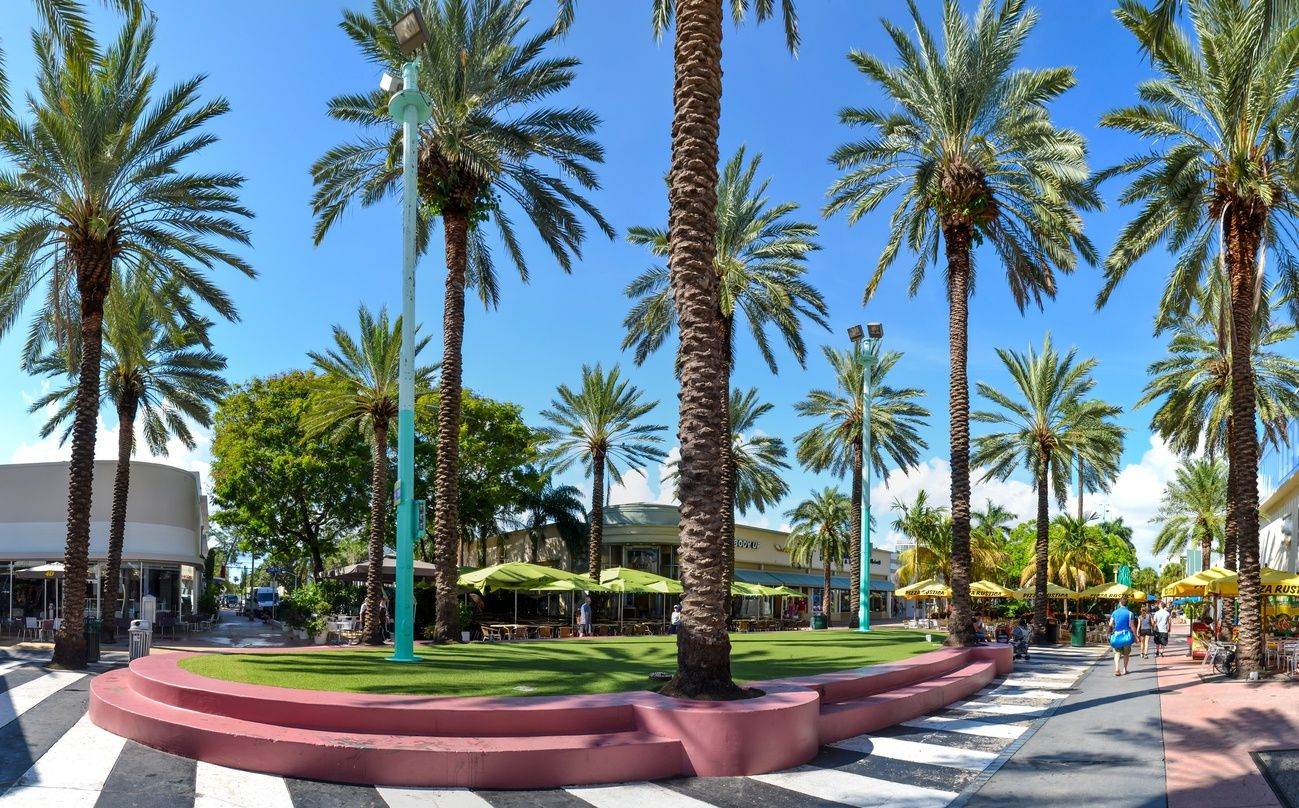 an image of the Aventura Mall on a gorgeous and sunny day in Miami